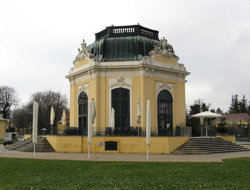 Vienna. Schönbrunn park in January