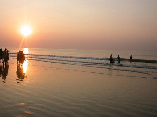 Индийский океан, Бенгальский залив, Индия, Пури, Вся вода здесь явилась  из вод  священной Ганги