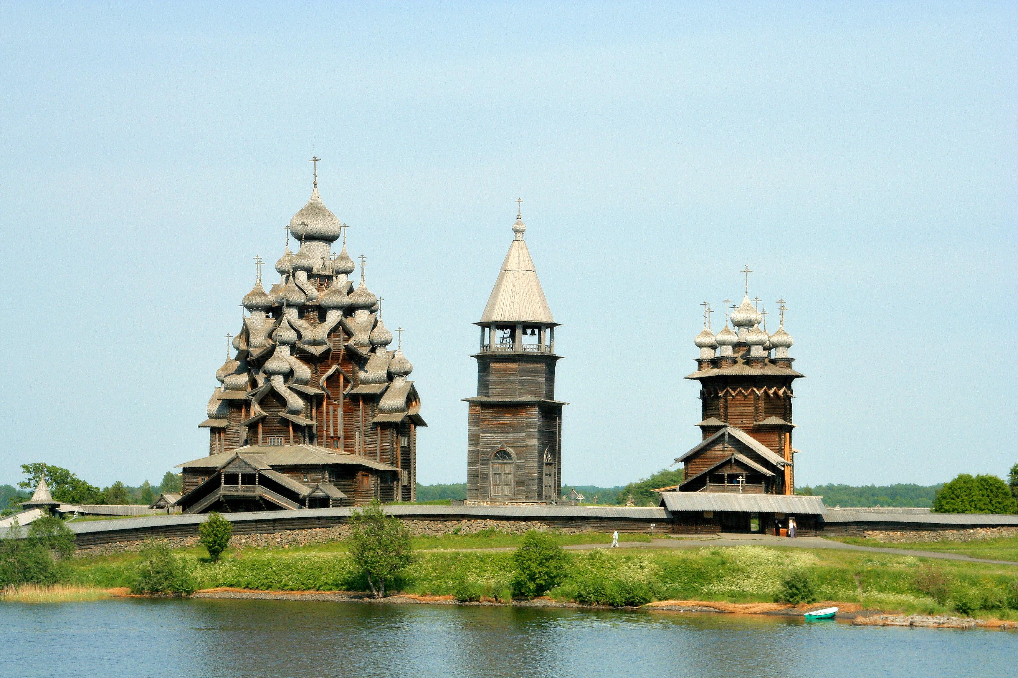 Кижи, или Кижский погост — всемирно известный архитектурный ансамбль, расположенный на острове Кижи