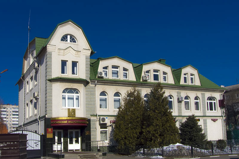Здание банка, построенное на месте дореволюционного здания, сохранившее элементы дизайна предшественника. Фото Sanchess