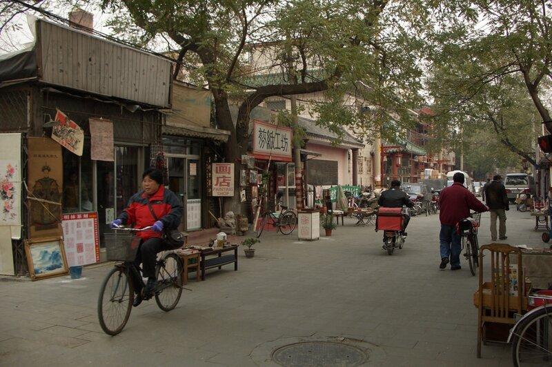 Велосипедисты на улице Люличан, Пекин