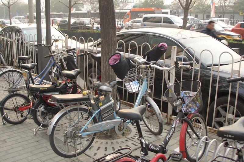 """Рукава"" на ручках велосипеда, Пекин"