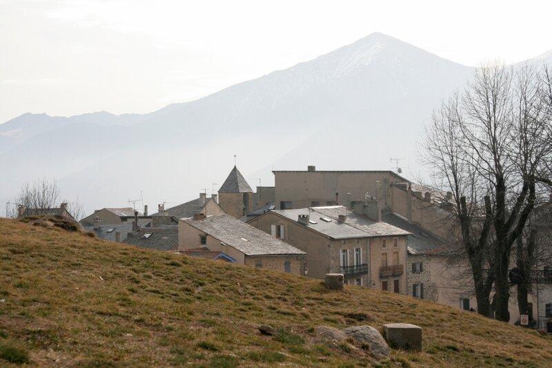 Город внутри крепости Мон-Луи