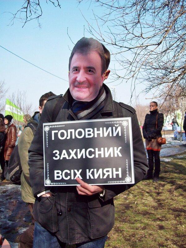 Пикетчик в маске Александра Попова