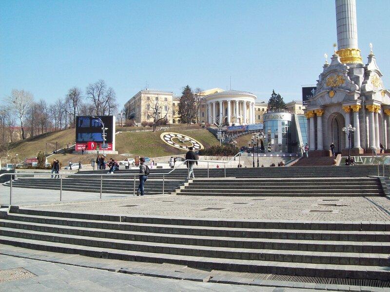 Ступени водного каскада Майдана Незалежности