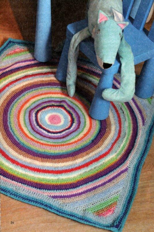 Вам потребуется: остатки пряжи различных цветов, крючок 2,5. Наберите 5 возд. п., замкните цепочку в круг.
