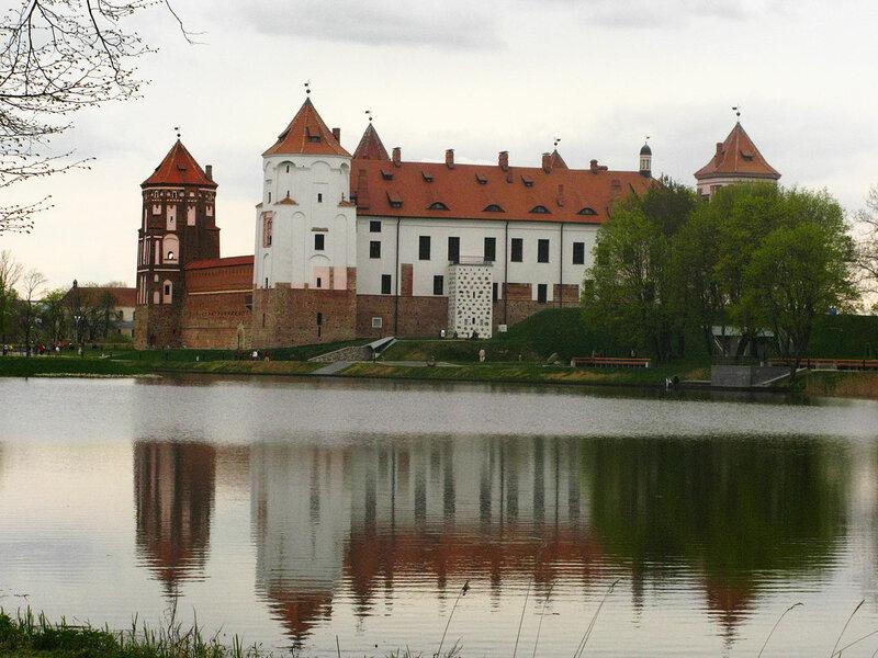 13-замок-и-озеро.jpg