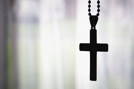 В Великобритании запретили носить крестики на работе!