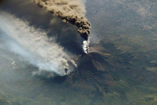Проснулся крупнейший сицилийский вулкан