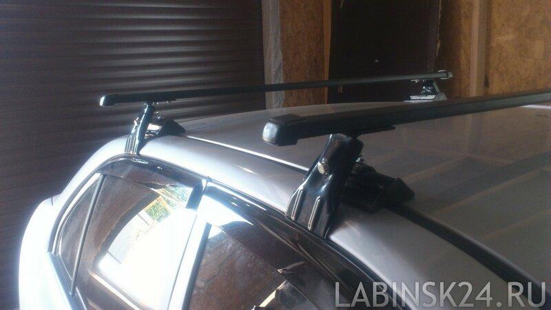 Универсальный багажник на гладкую крышу автомобиля.