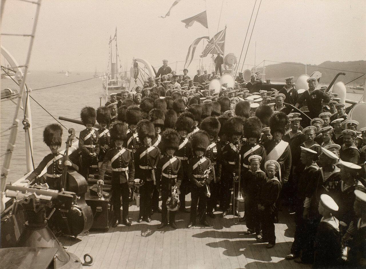 15. Военный оркестр на палубе Императорской яхты «Штандарт»
