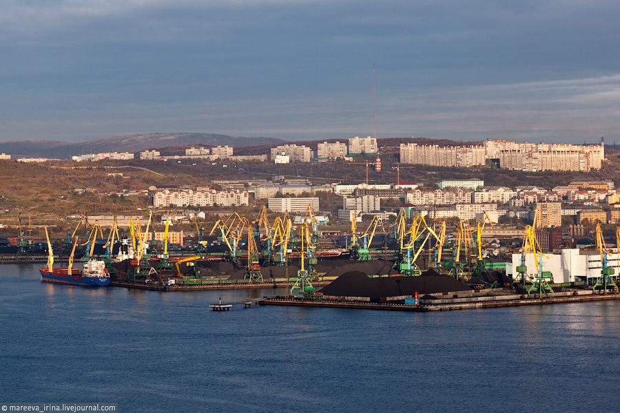 Мурманск. Вид на грузовой порт.
