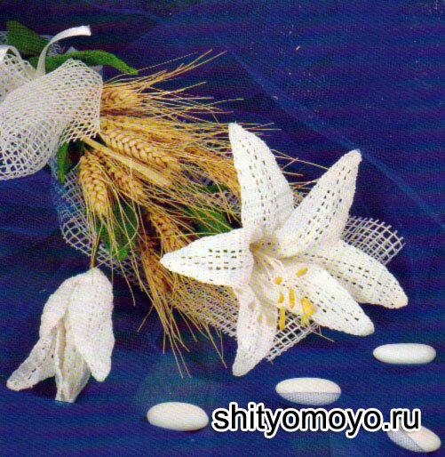 связанный крючком цветок