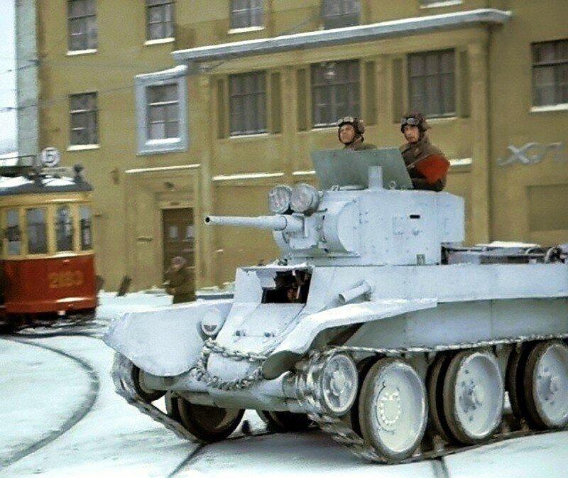 Советский легкий танк БТ-5 на одной из улиц г. Москвы. Фото зима 1941 года.jpg