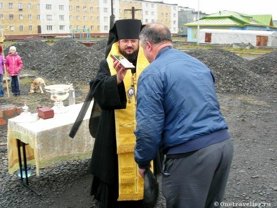 Арктика. Тикси-1. Владыка Роман (Лукин) Якутский и Ленский.. Благословение.