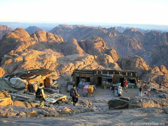 Египет. Последнее бедуинское кафе перед подъемом на гору Моисея (Синай)