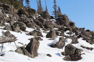 На вулкане Черная сопка: развал камней.