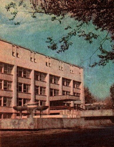 Фонтан у областной научной библиотеки