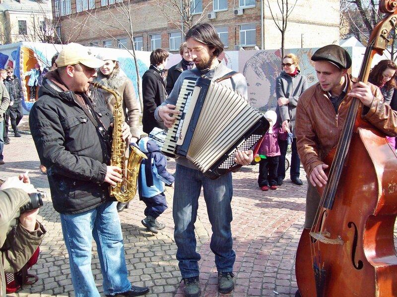 Музыканты защищают Пейзажную аллею