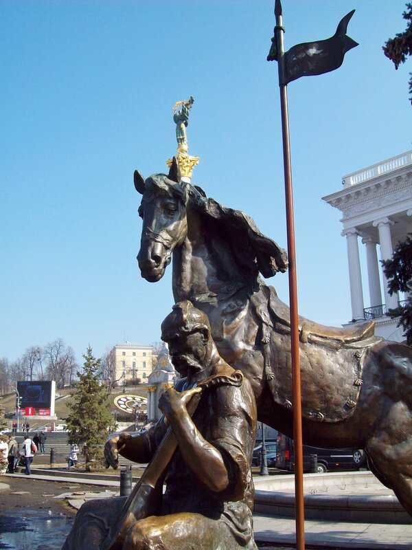 Памятник козаку Мамаю на Майдане Незалежности