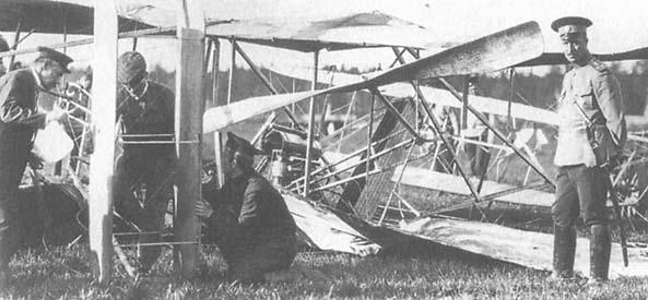 Авария самолета системы «Райт», оборвавшая летную карьеру Н. Е. Попова.jpg