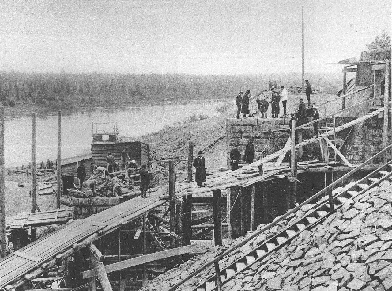 76. 2706 верста. Возведение Иркутского устоя моста через р. Ию. Строительный период 1910