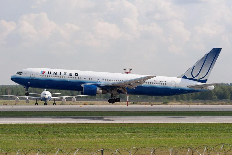 Boeing 767-322ER (N660UA) United DSC2890