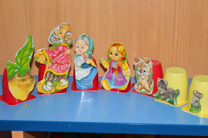 Вот еще небольшая рукоделка))) Каролинка кушала Растишку, я собирала стаканчики)...