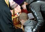 Приложиться к православной святыне пришли многие старичане.jpg