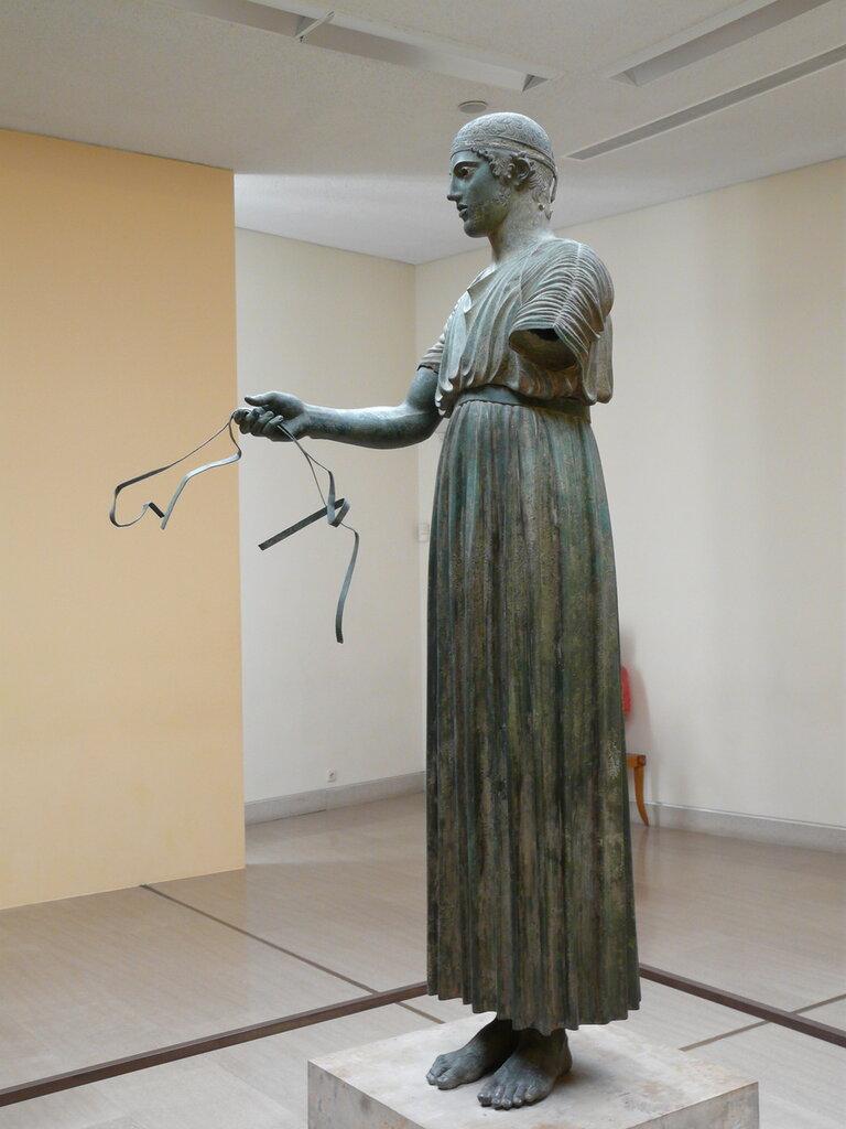 Бронзовая скульптура возничего