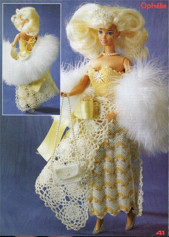 Наряжаем кукол-принцесс.