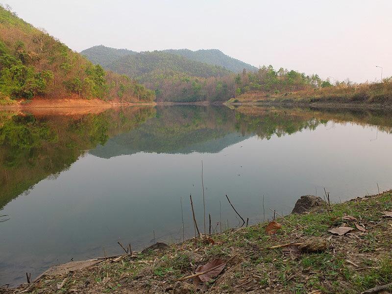 вечер на водохранилище Mae Kuang Dam
