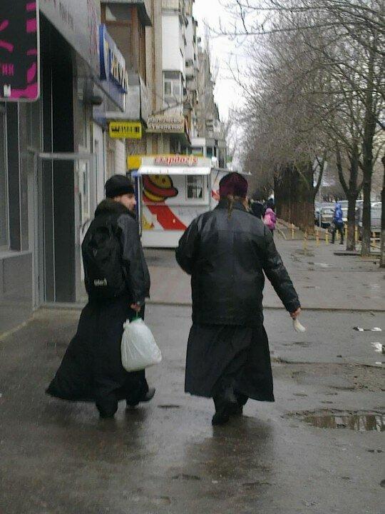 Ходят бродят по Луганску самозванные попы...