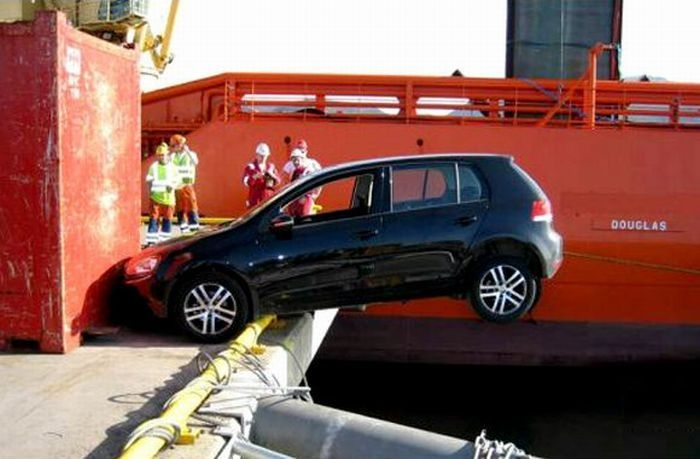 0 7029b cd01e434 orig 60 самых нелепых автомобильных происшествий