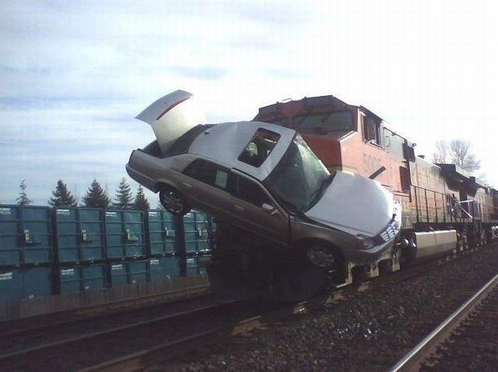 0 7029c 13e555c orig 60 самых нелепых автомобильных происшествий