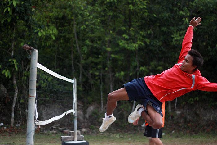 Тайский футбол (тайбол, футволей), как волейбол и кунг фу