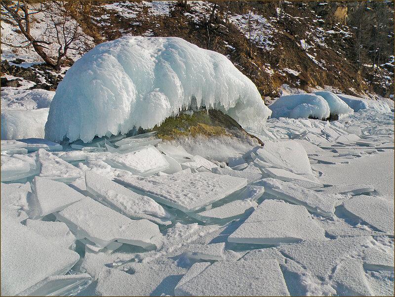 Ледяные фигуры Байкала