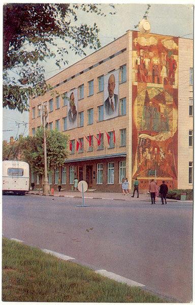 Троллейбус 69 ЗиУ-5 двигается по маршруту №1 на проспекте Ленина, 1973, фото Л.Казанцева