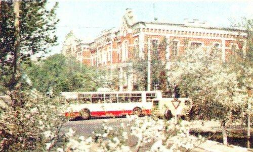 Троллейбус на ул. Попова, 1983 г., фото А.Гринякина