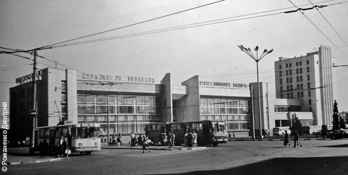 Троллейбус (113?) у Вокзала, середина 1980-х