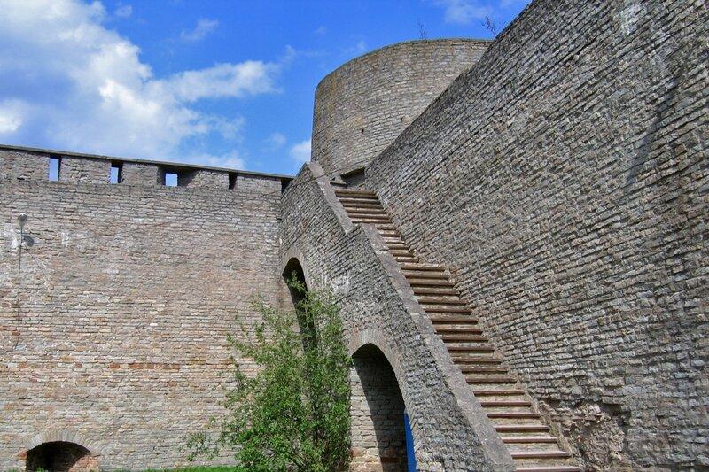 Внутри крепости Ивангород