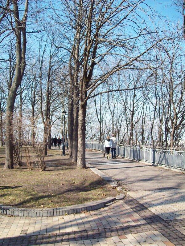 Хрещатый парк в районе Мостика Влюбленных