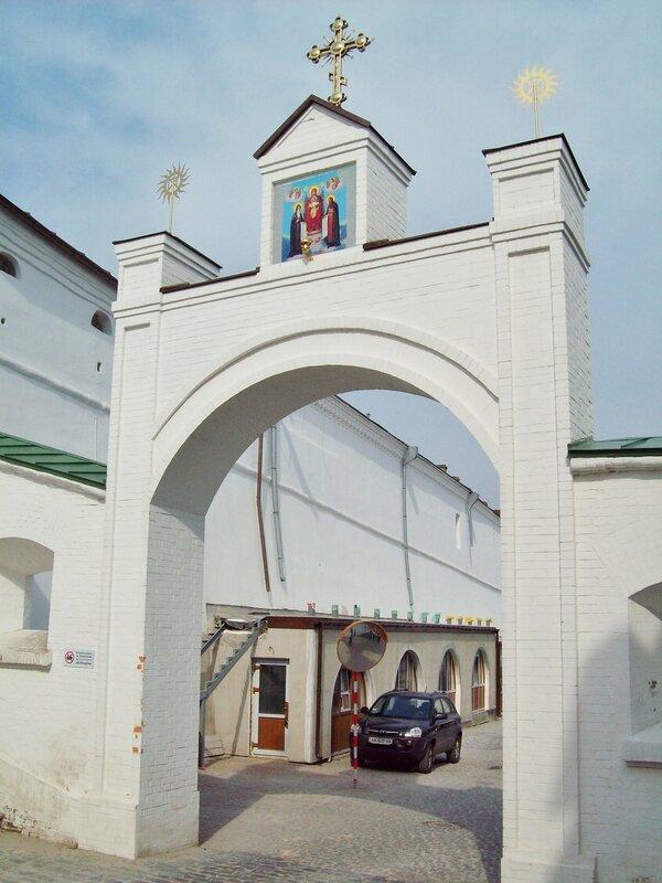 Ворота на Ближнепечерской улице