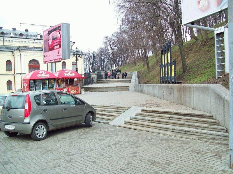 Вход в Хрещатый парк