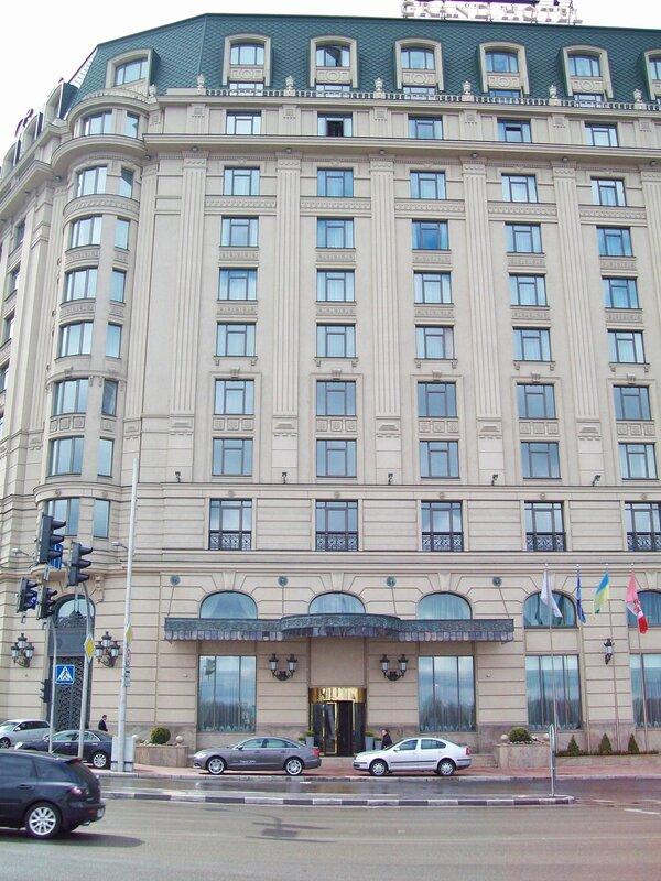 Вход в Гранд Отель