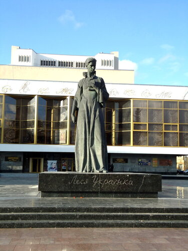 Украина. Луцк. Памятник Лесе Украинке
