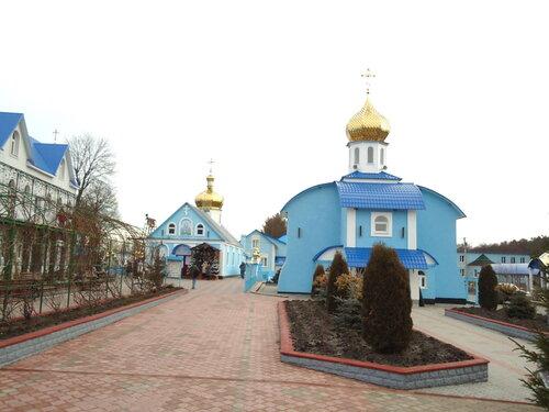 Украина. Источник Святой Анны. Вид со стороны входа