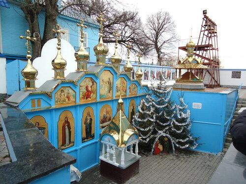 Украина. Источник Святой Анны. Елочки