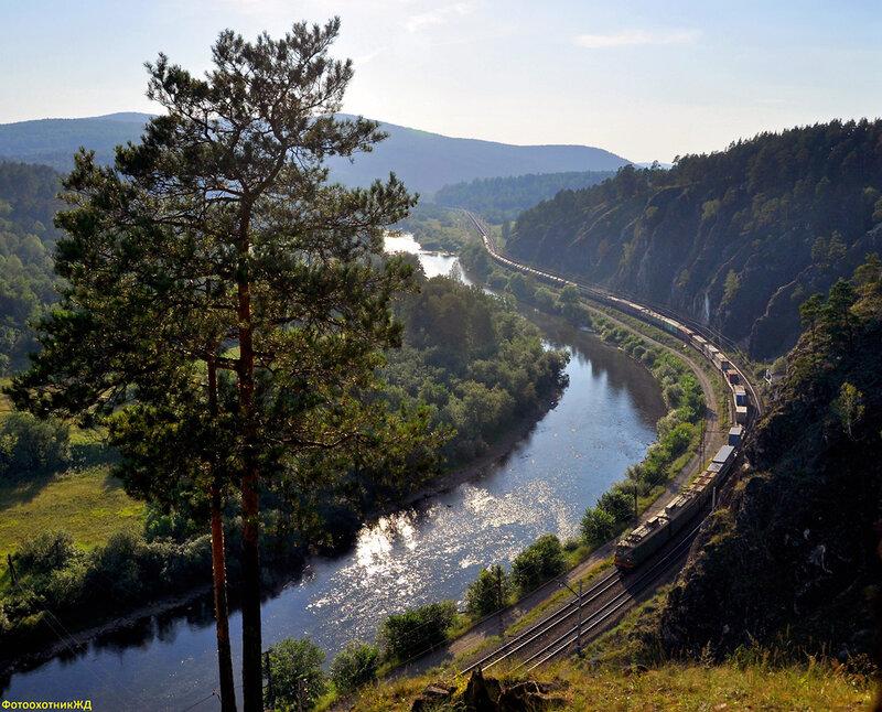 Электровоз ВЛ10у с грузовым поездом на перегоне УСТЬ-КАТАВ - ВЯЗОВАЯ