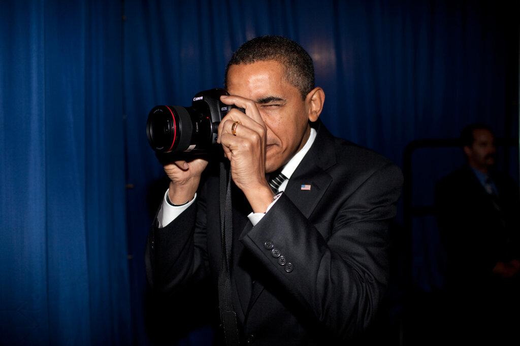 Barack Obama with a canon camera - looks like a 5d markII